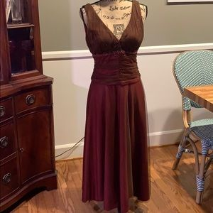 Perfect condition super flattering tea length